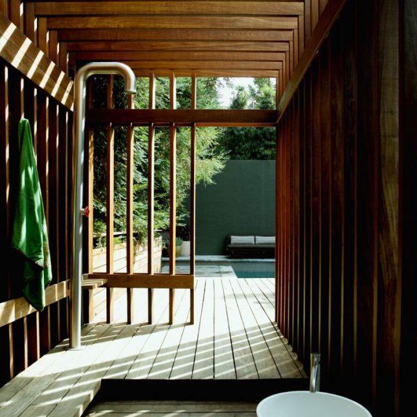 Em linguagem contemporânea, o espaço reservado para a ducha