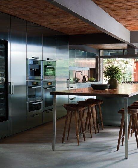 O inox confere sofisticação e atualiza a cozinha