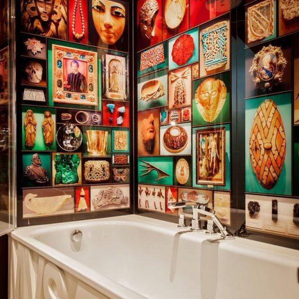 Fotos tiradas em museus transformaram o banheiro em um gabinete de curiosidades do século XXI