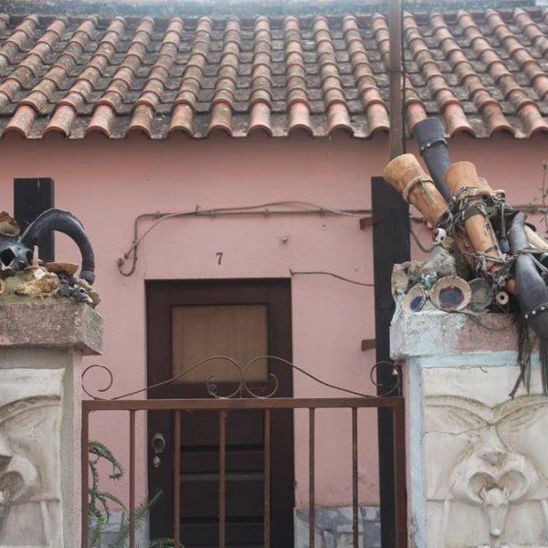 Em Caldas da Rainha, o morador foi certamente influenciado pela estética Bordallo Pinheiro