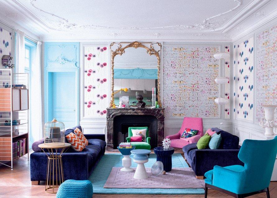 O living colorido de Delphine Estour. Observe os tapetes sobrepostos