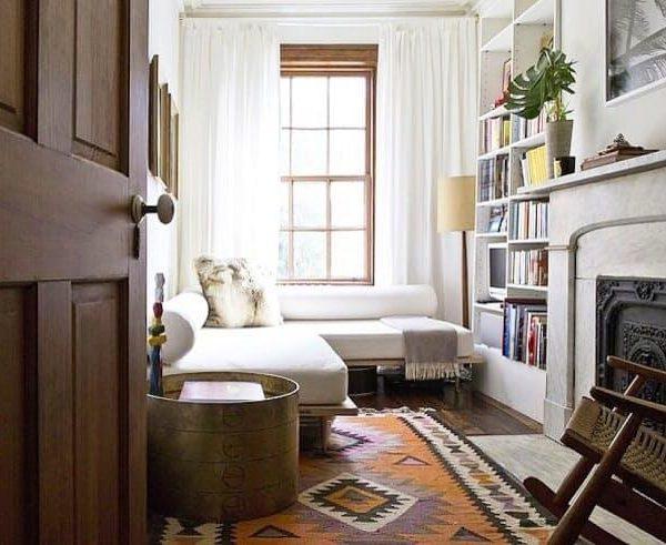 O sofá cama pode ser substituído por uma mesa. A distribuição em L é ótima opção
