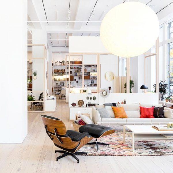 Ícones do design como as peças de Charles e Ray Eames, podem ser encontradas na loja, que conta com representante em São Paulo