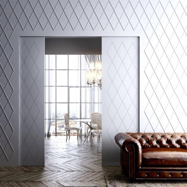 Não invisível, mas integrada ao revestimento do entorno, a porta fica bem discreta. Pintar as portas da cor da parede é recurso perfeito para deixa-las menos visíveis
