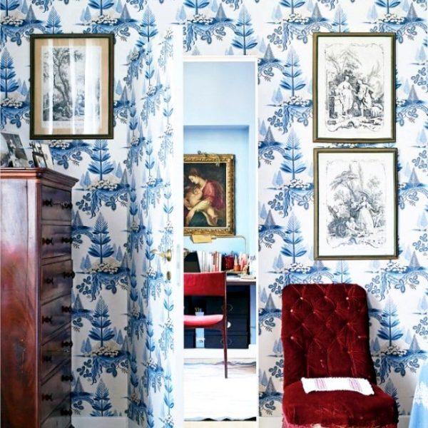 O papel de parede é um dos elementos que melhor camuflam a porta