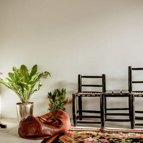 Couro + madeira + verde/plantas = acerto, sempre
