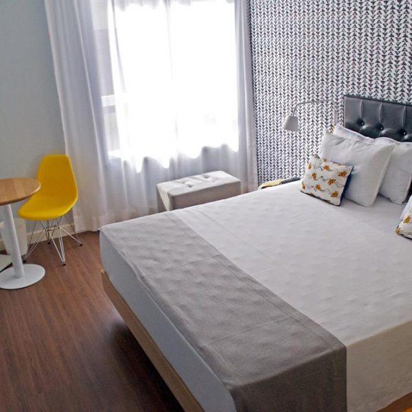 Um dos quartos do 55/Rio Hotel