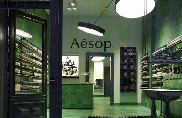 Verdes e azuis estão presentes em muitos dos projetos Aesop pelo mundo