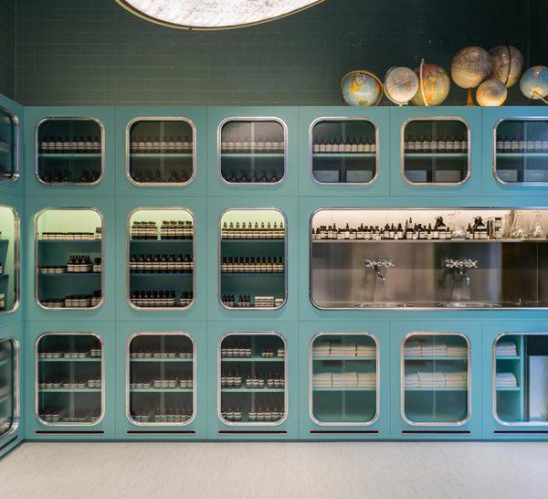 A loja em Milão, desenvolvida pelo Dimore Studio, que tem um trabalho simplesmente maravilhoso e tema de alguns posts em Hardecor