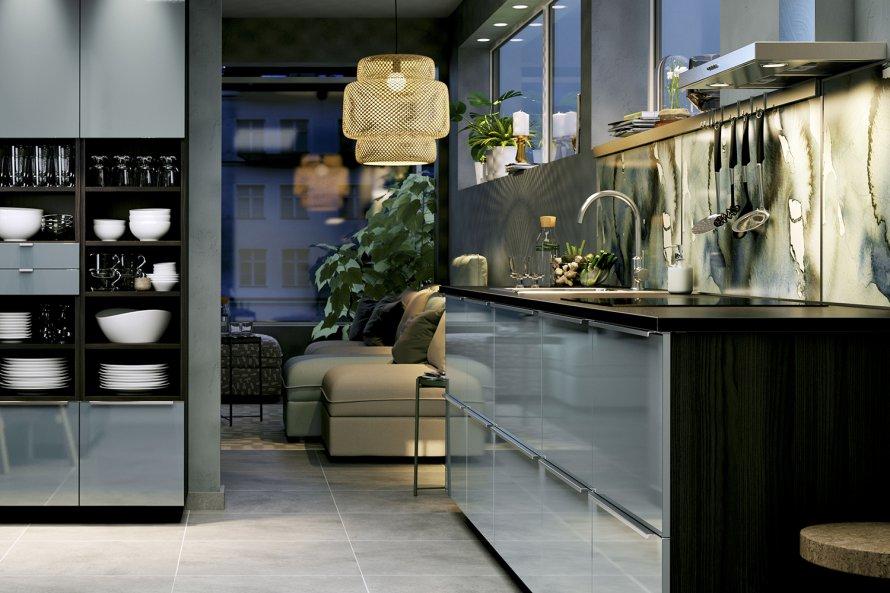 Ultra cool, a cozinha Ikea faz bonito. Cores neutras, puxadores discretos e iluminação especial