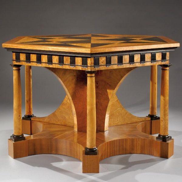 Raríssima mesa de autoria do arquiteto e artista Emilio Terry