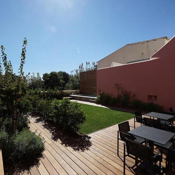 Jardim e piscina do hotel lisboeta