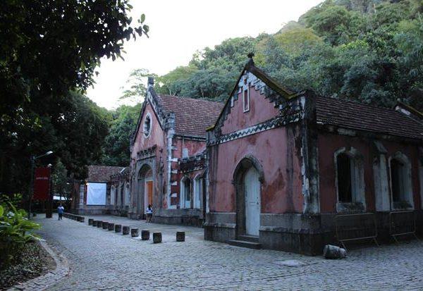 Os anexos da casa grande, onde hoje acontecem exposições.