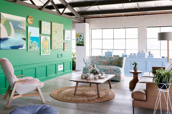 Obras coloridas em verde forte.