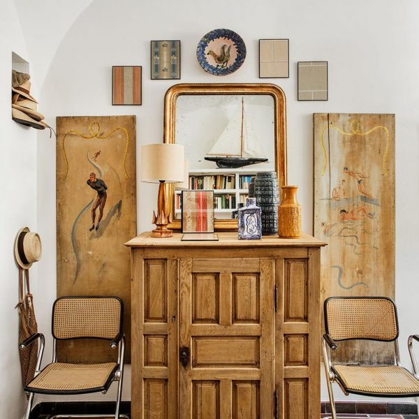 O natural aparece com força na decoração em Madri. Aparador século XIX