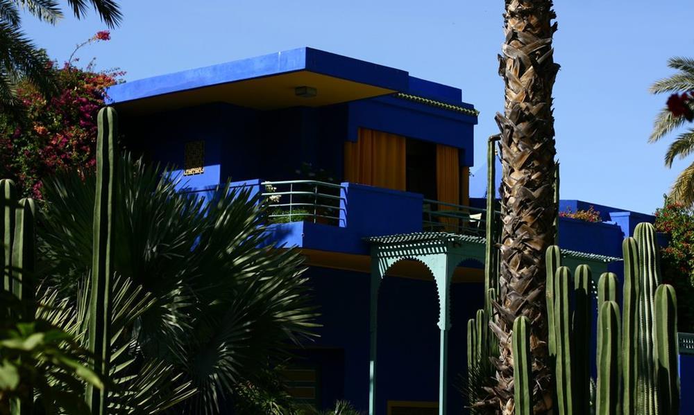 O Jardin Majorelle em Marrakech, onde moravam Yves Saint Laurent e Pierre Bergé. O azul mais pesado fica lindo!