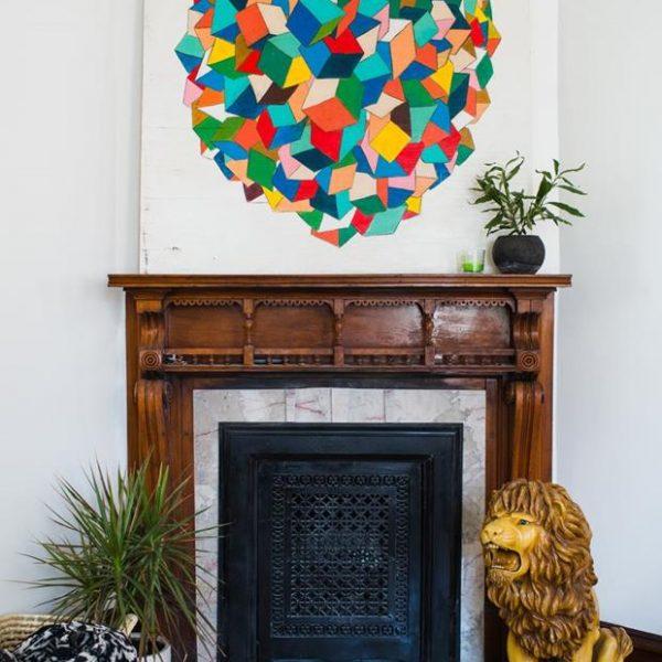 O leão foi comprado por Josh quando ainda era solteiro, e é a peça sucesso com as crianças que visitam a casa do casal. A tela é da autoria de Josh, feita para uma mostra de arte em Phoenix.