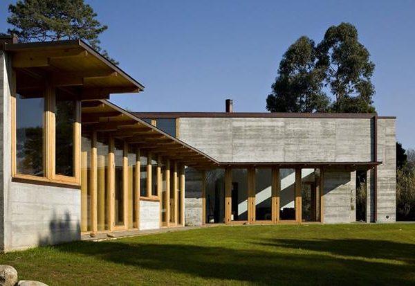 A madeira associada ao passado, usada aqui em linguagem contemporânea.