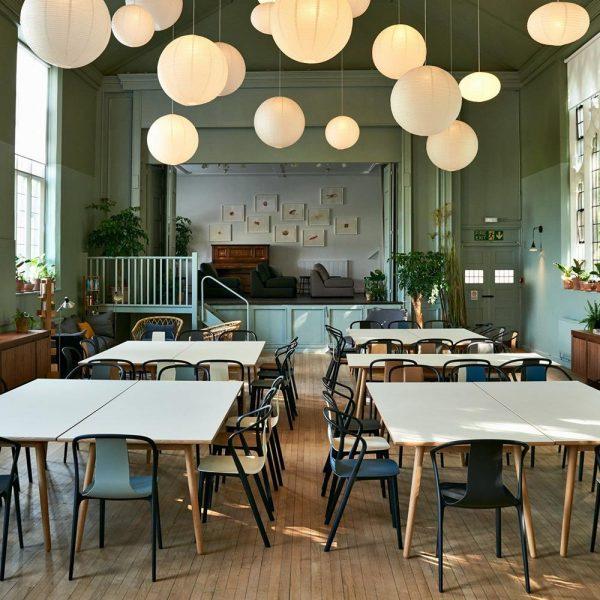 Acolhimento foi o foco do projeto, em salão pintado com cores médias, o que produz, sem dúvida, sensação de aconchego