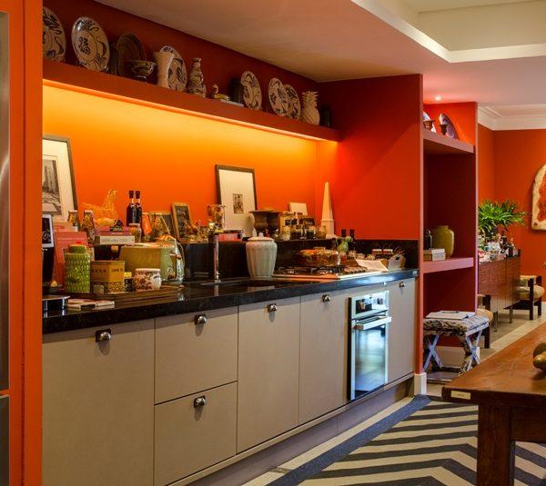 Uma cozinha compacta com tudo o que se pode querer!! Tapete da By Kamy