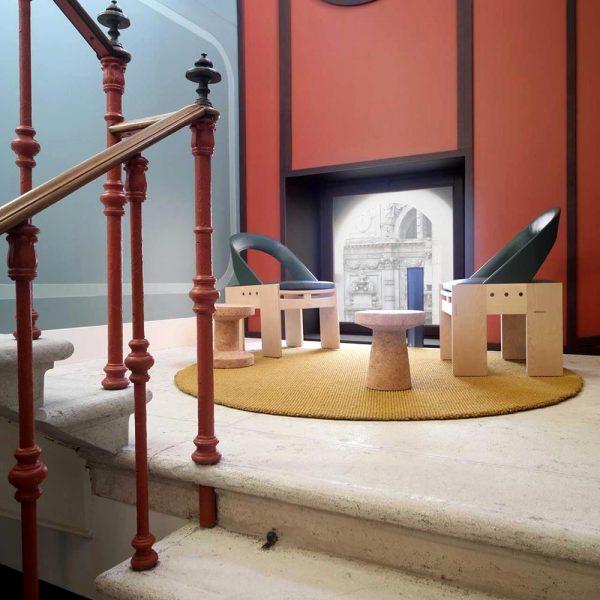 O mobiliário contemporâneo sobre base clássica