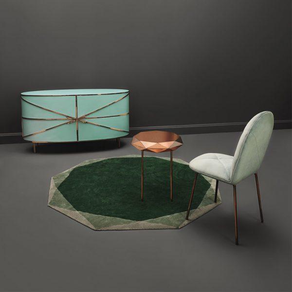 Stella coffee table, em companhia da cômoda de Nika Zupanc