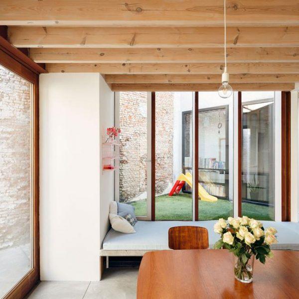 Para aumentar a área, o estilo contemporâneo foi escolhido pelos arquitetos