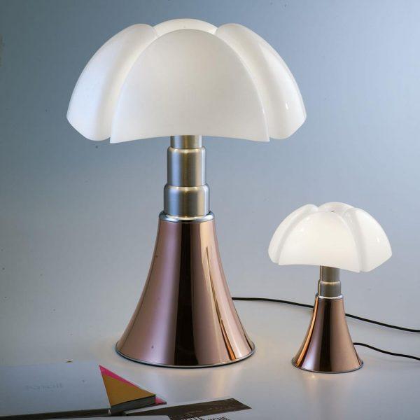 Pipistrello, luminária inspirada nas asas dos morcegos, de Gae Aulenti