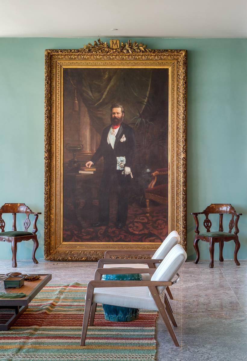 O restaurante, repleto de referências históricas foi projetado por Antonio Neves da Rocha a partir de um antigo retrato do Conselheiro Mayrinck, o maior empreendedor brasileiro do final do século XIX