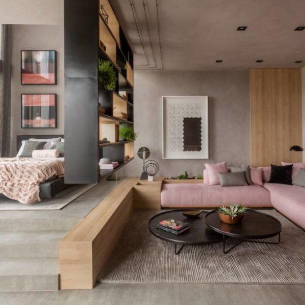 """No """"Apartamento Y"""", do Studio MH Arquitetura, Monique Pampolha e Hannah Cabral apostaram na setorização de ambientes usando o desnivelamento dos espaços, ao invés da alvenaria que dividiria os cômodos. Anote!"""