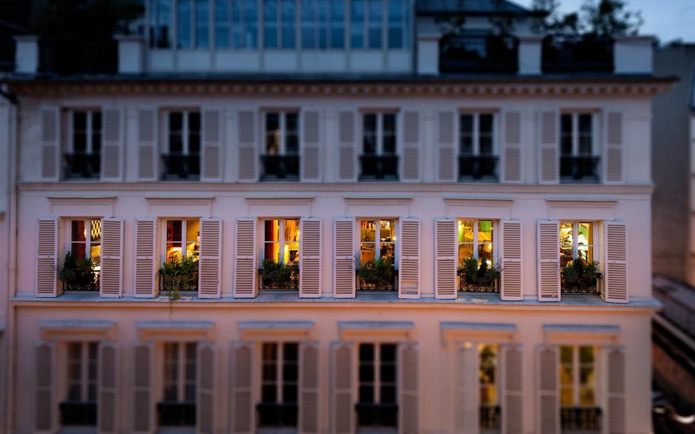 A fachada do apartamento no 9eme, em Paris