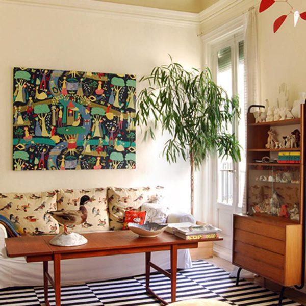 """Estante """"sesssentinha"""" em madeira, mesa de centro alta e mobile """"Calder"""""""
