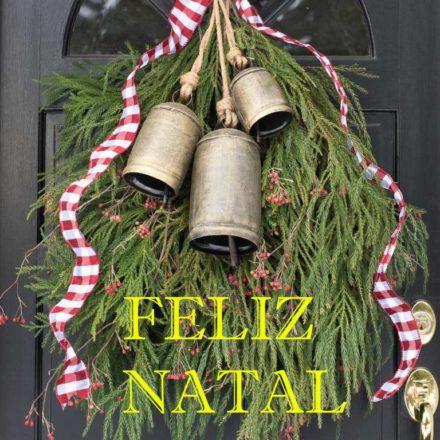 front-door-decorate-christmas-wreath-swag-greenery-bells-768x1152 - Cópia cópia - Cópia