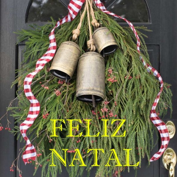 front-door-decorate-christmas-wreath-swag-greenery-bells-768x1152 - Cópia cópia - Cópia