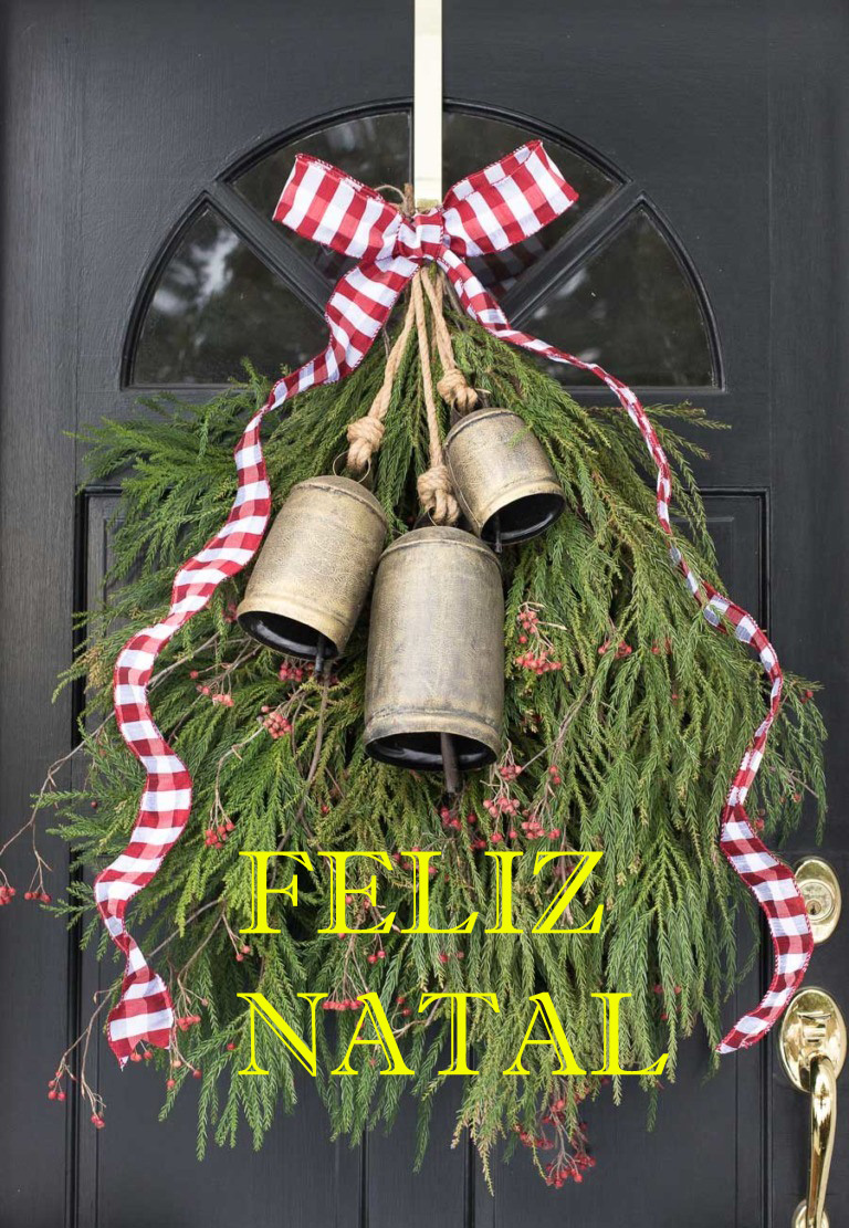 front-door-decorate-christmas-wreath-swag-greenery-bells-768x1152 - Cópia cópia