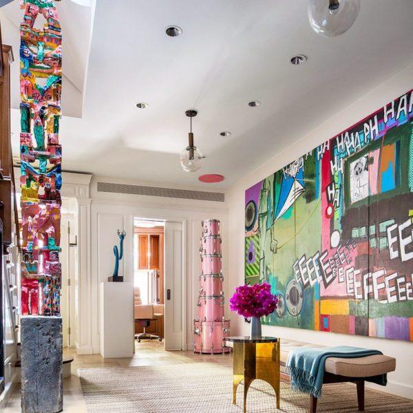 O mobiliário escolhido foi perfeito nas formas e cores