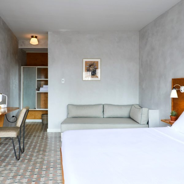 Paredes texturizadas no quarto do hotel em New Orleans