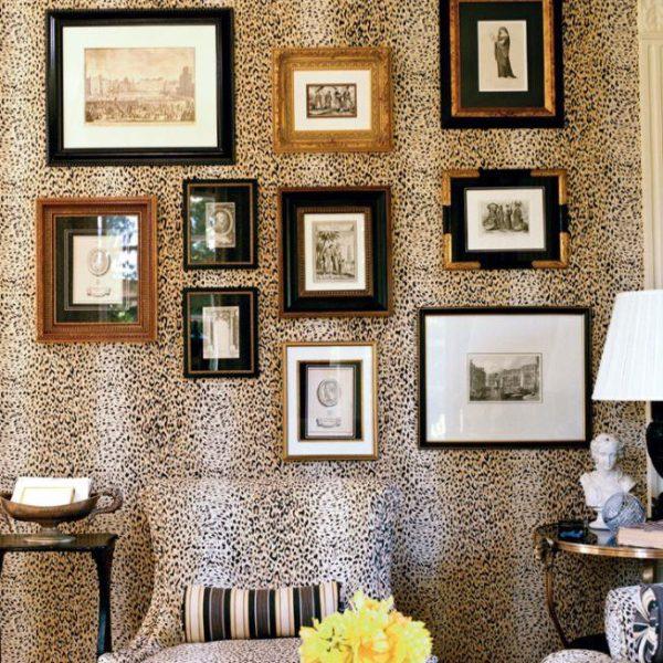Usar a mesma estampa para revestir mobiliário e paredes é ultra cool. Anote!
