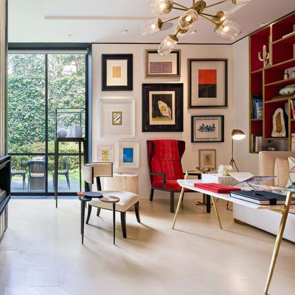 Na biblioteca, que dá para o jardim, obras de Man Ray, Jeff Koons e Frank Gehry, entre outros feras