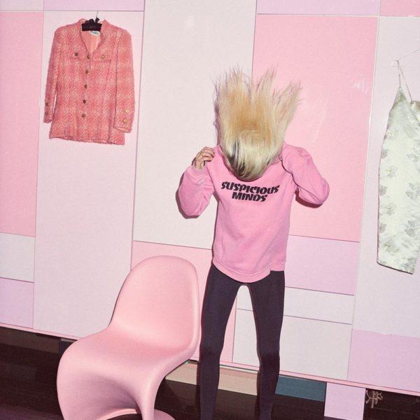 O closet de Emma é arte de Tal e do designer Rune Brrun Johansen