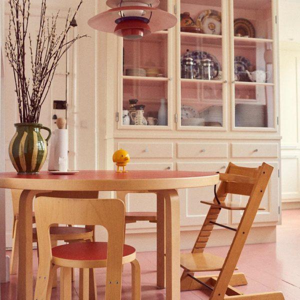 Na cozinha, mobiliário Alvar Aalto