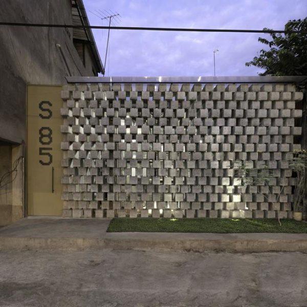 Blocos de concreto usados como cobogós fazem bonito na fachada