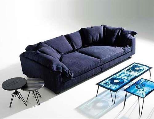 Da Diesel, o sofá azul escuro é maravilhoso!!