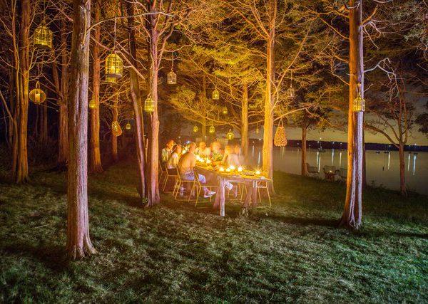 Onde a floresta e a praia se encontram, jantar à luz de velas