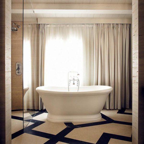 Depois de bater perna o dia todo, um banho de banheira é bastante bem vindo