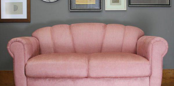 Sofá de dois lugares com pés em peroba rosa!