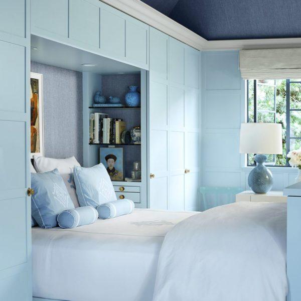 A cama encaixada no armário, funciona como uma alcova, um oásis de tranquilidade, segundo Straus
