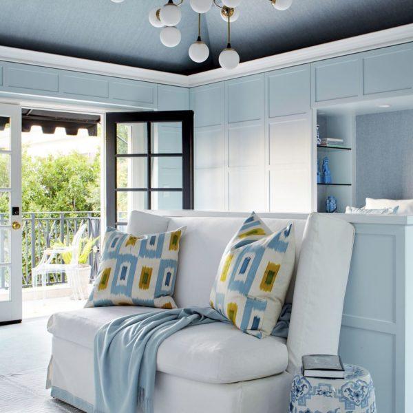 O azul claro foi escolhido por ser uma cor que acalma e por ser a cor do céu! Adorei