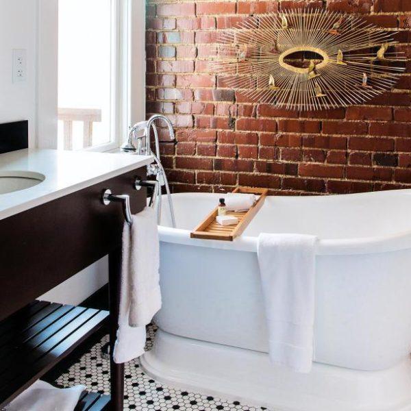 Depois de bater perna, um banho de banheira é ótima ideai