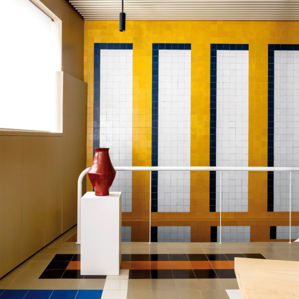 Casa-Josephine-Blurs-Boundaries-Between-Office-and-Home-for-Madrid-Advertising-Agency-Yellowtrace-06 - Copia